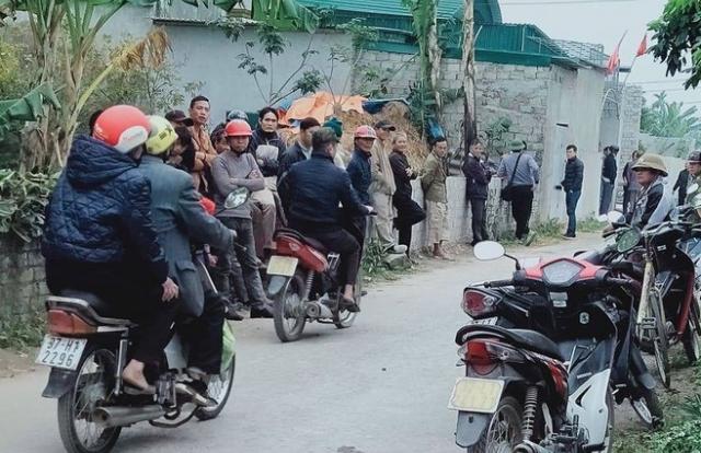 Nghệ An: Vợ gục trên vũng máu, chồng và con út chết cháy trong phòng tắm