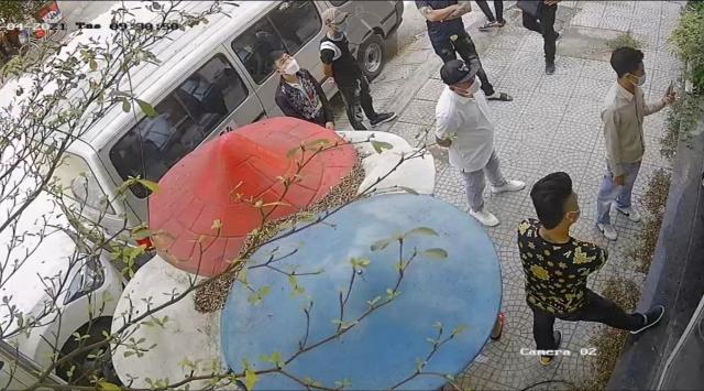 Hà Nội: Nhà đang ở bị nhóm người lạ mặt cắt khoá, chiếm giữ