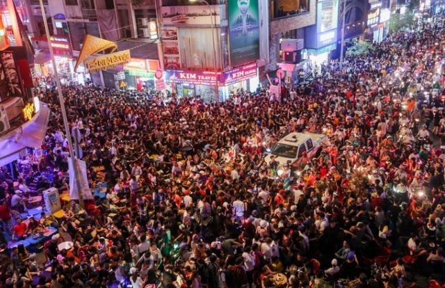 TP HCM: 'Ma quỷ' tràn ngập phố đi bộ trong đêm Halloween