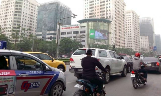 """Địa ốc 7AM: Chung cư mọc dày- phố Hà Nội biến thành 'ngõ', môi giới thổi giá làm giá đất """"nhảy múa"""""""