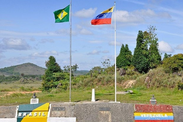 Venezuela mở trở lại các cửa khẩu biên giới với Brazil và Aruba