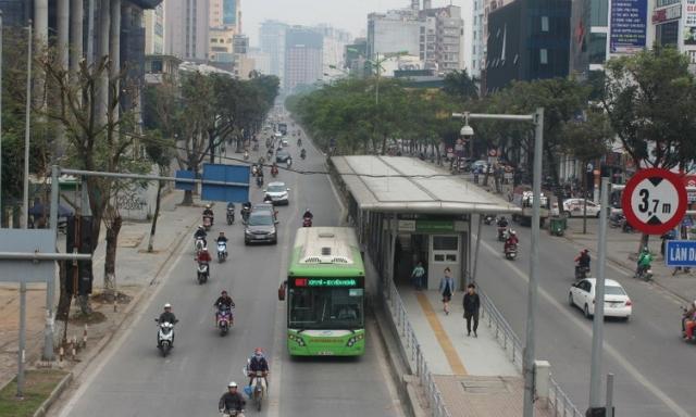 Làn đường ưu tiên cho xe buýt ở Hà Nội liệu có khả thi?