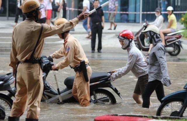 Người dân có trách nhiệm gì khi tham gia đảm bảo an toàn giao thông?