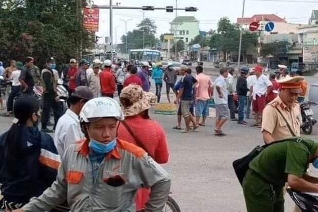 Đồng Nai: Xe ben cán chết người ở cổng sân golf Long Thành rồi bỏ chạy