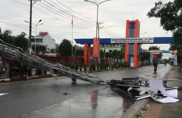 Cổng chào thành phố Dĩ An vừa làm xong đã đổ sập