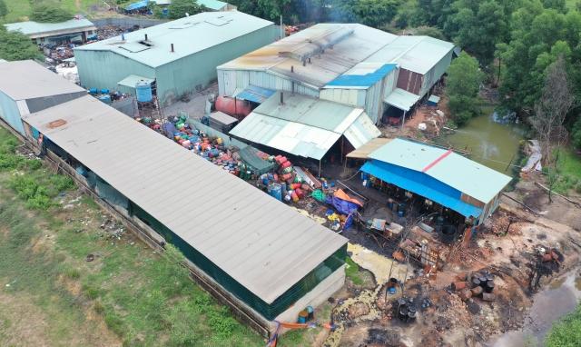 Đồng Nai: Cơ sở tái chế mỡ bò công nghiệp không phép đe dọa môi trường sống của người dân