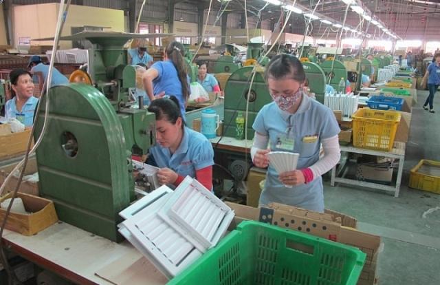 Đồng Nai: Đầu năm công nhân phấn khởi quay lại Nhơn Trạch để làm việc