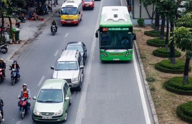 """Sở GTVT TP Hà Nội nói gì khi bị """"truy"""" về hiệu quả của xe buýt BRT"""