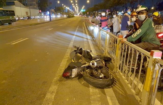 """Người đàn ông """"thuổng"""" điện thoại của nạn nhân tử vong sau tai nạn giao thông"""