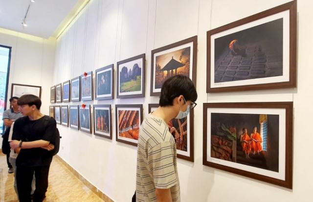 """Chiêm ngưỡng những tác phẩm đẹp tại triển lãm ảnh """"Phật giáo trong đời sống"""""""