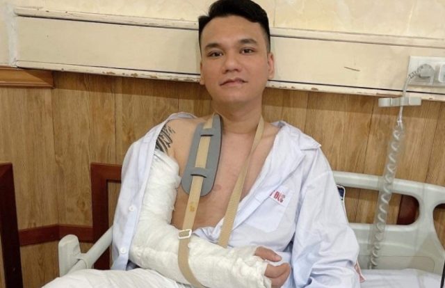 """Khắc Việt như thế nào sau ca phẫu thuật """"đóng đinh""""?"""