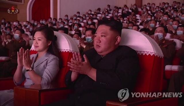 """Bí ẩn ông Kim Jong-un """"vắng bóng""""  trong nhiều ngày"""