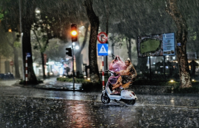 """Miền Bắc sẽ có mưa to để """"hạ nhiệt"""" sau nhiều ngày nắng nóng"""