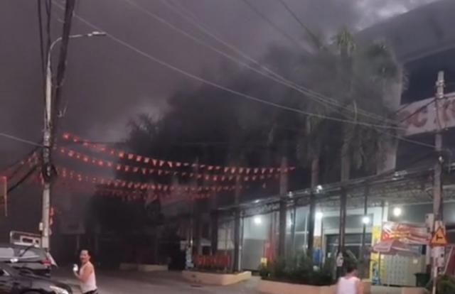 Cao Bằng: Sau tiếng nổ rung trời, một siêu thị bị cháy rụi