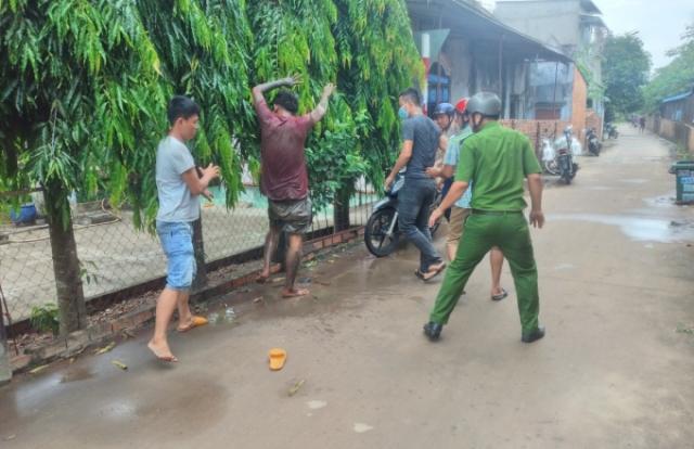Bình Phước: Khống chế nam thanh niên ngáo đá đập đầu xuống đường