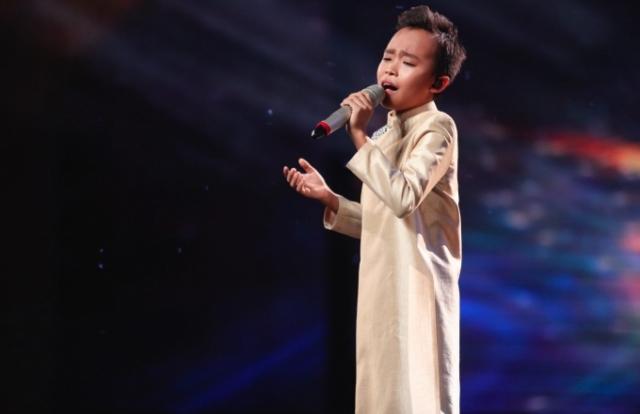 """Vietnam Idol Kids: Hồ Văn Cường hát cải lương khiến ban giám khảo """"ngơ ngác"""""""