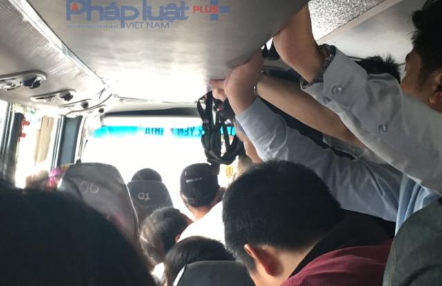 """Tận dụng nghỉ lễ, nhà xe Thái Đăng Long nhồi nhét """"thượng đế"""" qua mặt CSGT Hưng Yên"""