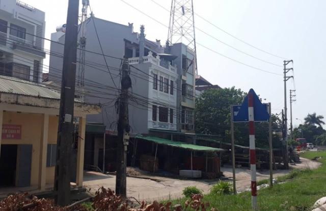 Hàng loạt công trình lấn chiếm hành lang đê điều ở phường Thụy Phương
