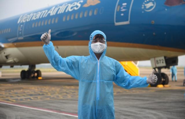 Chuyện những người xây quy trình đặc biệt đón đồng bào vùng dịch về sân bay Vân Đồn