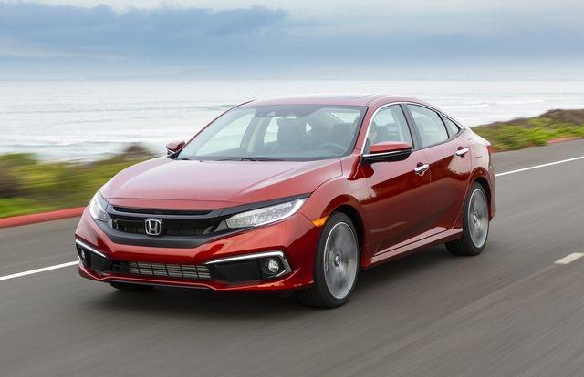 """Honda Civic giảm giá """"sốc"""" xả kho đón thế hệ mới"""