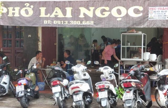 Nhà hàng, cà phê, quán vỉa hè ở Hà Nội giãn cách ra sao?