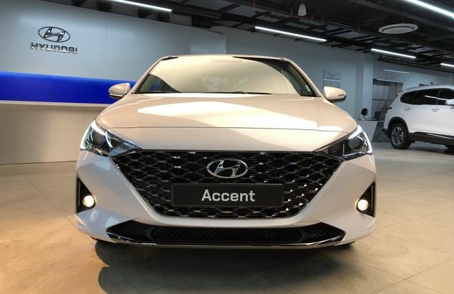 Bảng giá xe Hyundai tháng 12/2020: Ra mắt mẫu xe Accent bản nâng cấp 2021