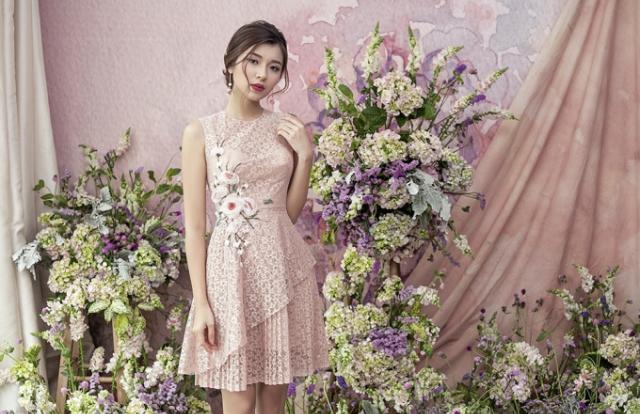 Trò cưng của Minh Tú gợi ý mặc đẹp theo phong cách nữ tính, gợi cảm