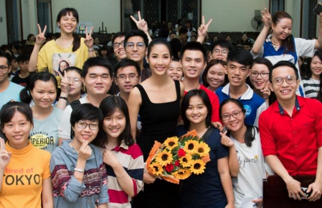 Á hậu Hoàng Thùy trở thành Speaker, truyền nhiệt huyết cho sinh viên