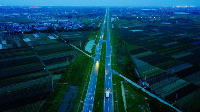 Hà Nội: Điểm đen giao thông, nguy hiểm chết người tại con đường nghìn tỷ