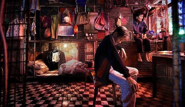 Góc khuất nghèo khó tại Hong Kong hoa lệ