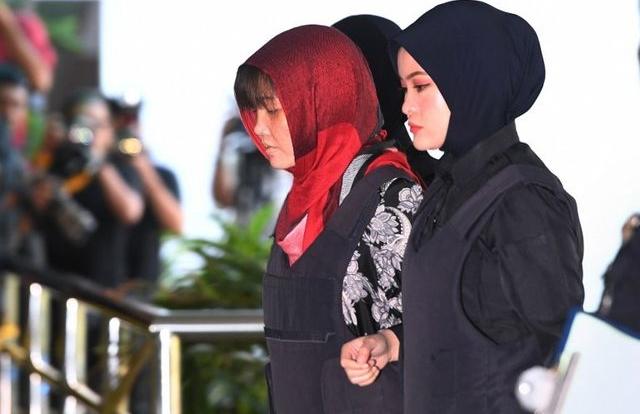 Sáng nay, Đoàn Thị Hương mặc áo chống đạn tới phiên tòa đối chất