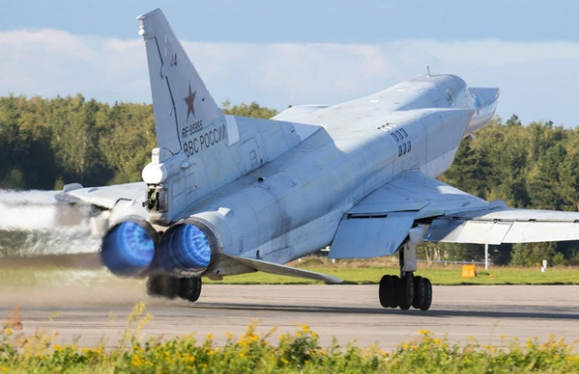Nga triển khai máy bay ném bom chiến lược tầm xa tới Crimea đáp trả Mỹ