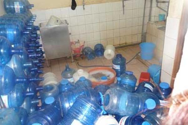 Nghệ An: Hàng loạt mẫu nước tinh khiết nhiễm khuẩn gây bệnh nguy hiểm