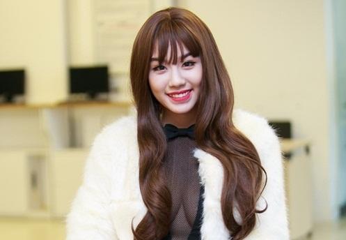 Hot girl Linh Miu khẳng định không ngại khi làm bồ Quang Tèo