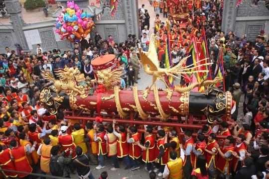 """Tưng bừng lễ hội rước """"ông Pháo"""" khổng lồ Đồng Kỵ"""
