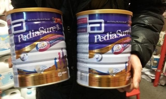 """Sữa PediaSure có dị vật: Người tiêu dùng """"dài cổ"""" chờ kết luận từ cơ quan chức năng"""