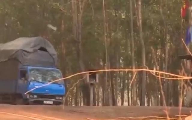 Hành trình mãi lộ của xe chở gỗ trái phép