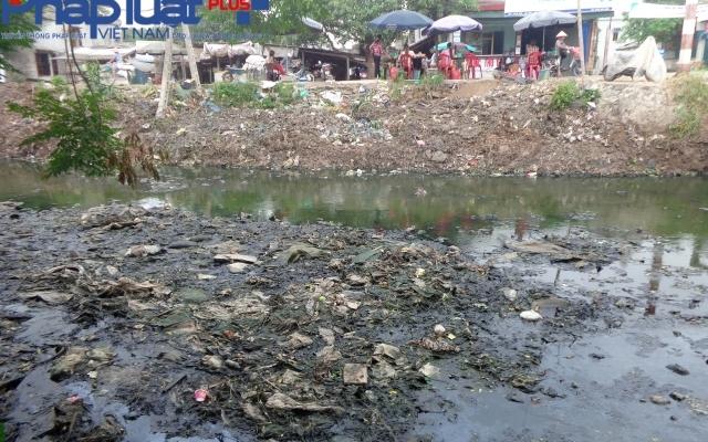 Hà Nam: Nguy cơ phát sinh ổ bệnh từ những con kênh... hóa bãi rác