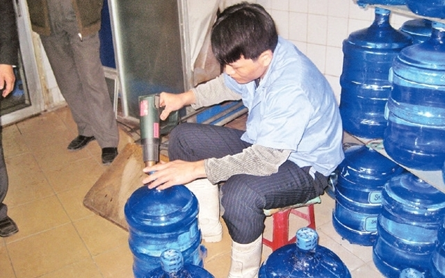 Hỗn loạn thị trường nước uống tinh khiết