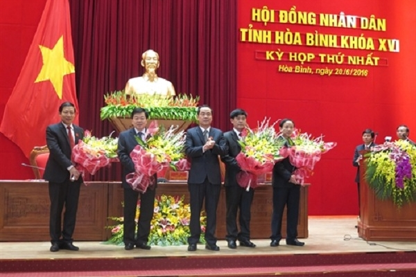 Thủ tướng phê chuẩn Chủ tịch và Phó Chủ tịch UBND tỉnh Hòa Bình và Sơn La