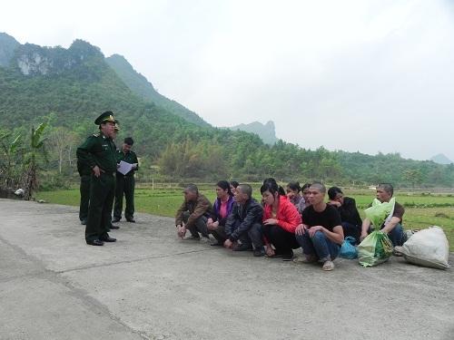 Điểm báo ngày 14/4/2017: Nông dân liều mình vượt biên sang Trung Quốc tìm việc