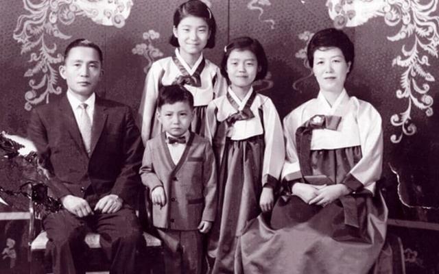 Em gái cựu Tổng thống Hàn Quốc bất ngờ lên tiếng bênh vực chị