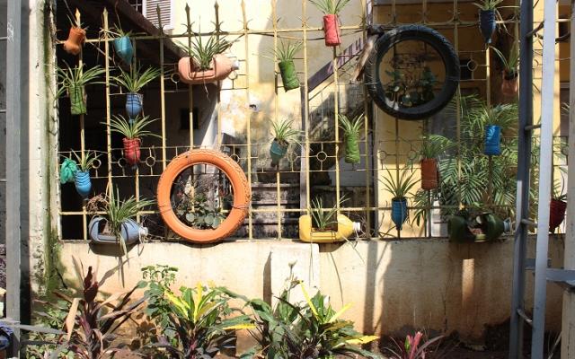 """Hà Nội: Biến những """"điểm đen"""" rác thải thành vườn hoa thanh niên"""
