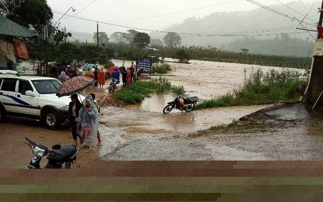 Lâm Đồng: 3 người chết, nhiều nơi bị cô lập do bão