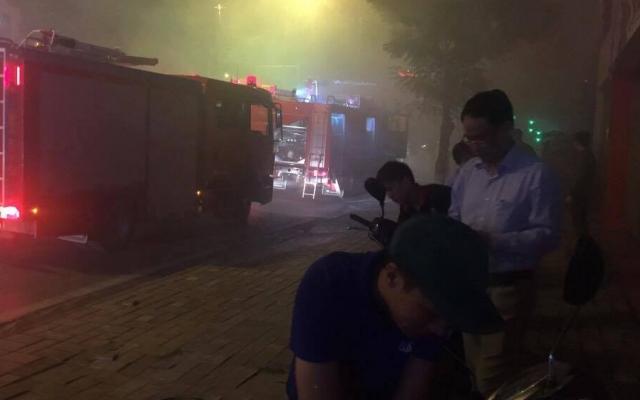 Hà Nội: Cháy lớn tại hầm để xe trong quán Vuvuzela trên đường Nguyễn Khánh Toàn