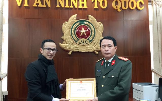 Phóng viên báo Pháp luật Việt Nam được Công an tỉnh Thừa Thiên Huế khen thưởng