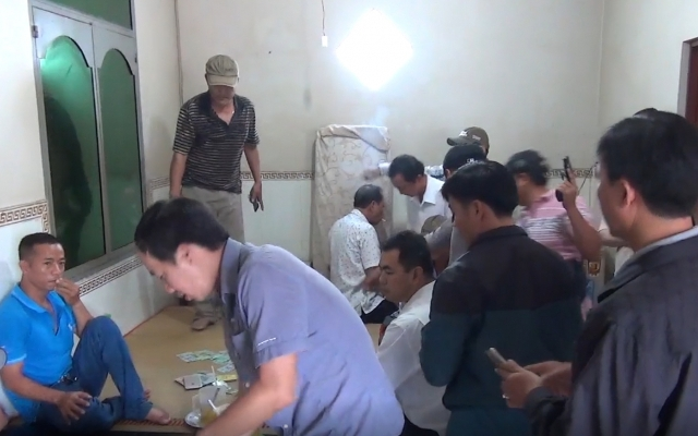 Kiên Giang: Bắt quả tang cán bộ thuế và ngân hàng đang say sưa đánh bạc