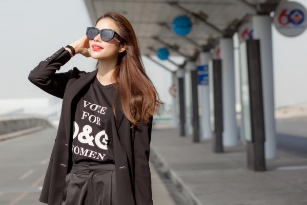 Hoa hậu Phạm Hương mang đặc sản cà phê, hạt điều sang Indonesia tặng các hoa hậu