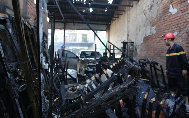 Điều 5 xe chữa cháy khống chế vụ hỏa hoạn ngay trung tâm TP Vinh