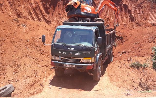 Kon Tum: Ai tiếp tay cho nạn khai thác đất, bán nền ở huyện Đắk Glei?